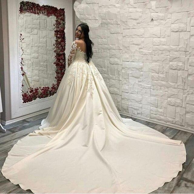 Saudi Arabisch Spitze Ballkleid satin Hochzeit Kleider Langen Ärmeln Scoop neck Brautkleider Kathedrale Zug Plus Größe Hochzeit kleid