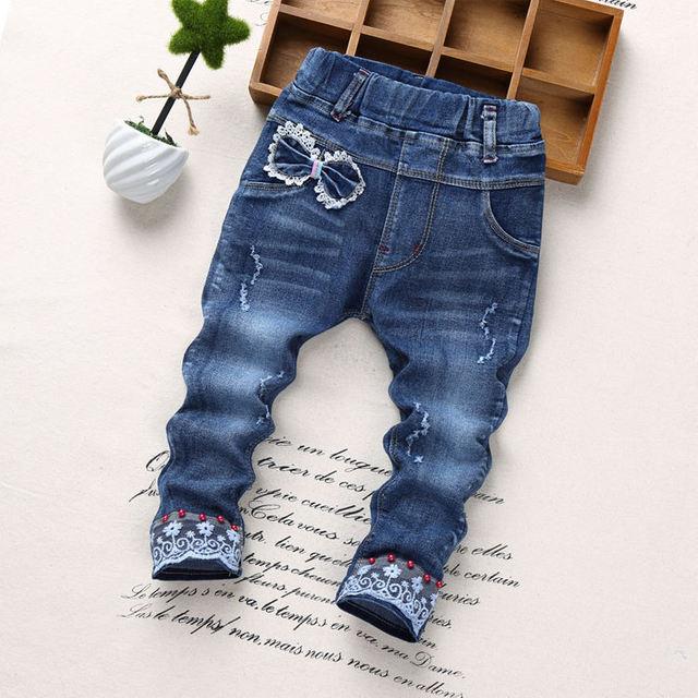 0076859eae8085 2018 NOWA Jesienna Moda Dziewczyny Jeans kot haftowane rozciągliwe Spodnie  Dziewczynka Koronki Wiosna Dzieci Jean Spodnie