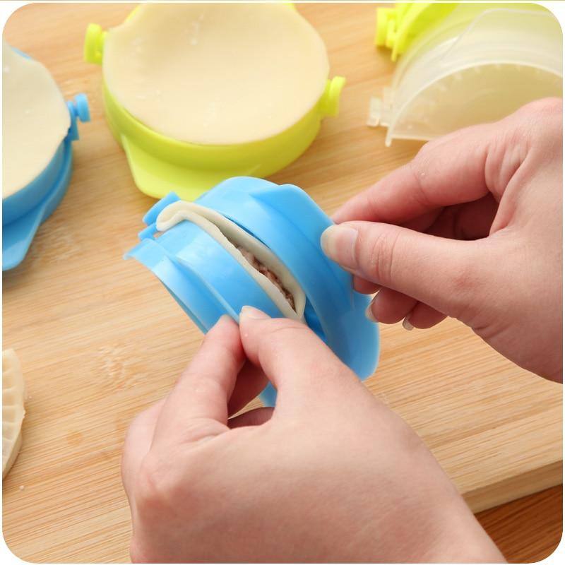 1pc Dumpling Maker Food Grade Dumpling Machine Tool For Kitchen Food Grade Manual Dumpling Mould Random Color