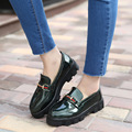 2017 British Style Patent Leather Shoes Riband Thicken Soled Lazy Loafers Women Chains Round Toe Flats Female Green Red Slip-on