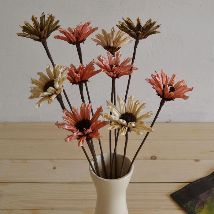 Двойной кунжутное цветок красиво оформленной гостиной журнальный столик сушеные природных сушеные цветочные букеты размещены искусственные цветы
