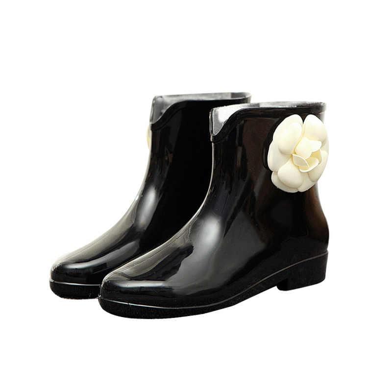 2018 Zarif Kısa Kadın lastik çizmeler Elastik Bant Ayak Bileği yağmur çizmeleri Sonbahar Sonbahar Yağmur Günü Su Geçirmez PVC Çiçek yay Kadın Ayakkabı