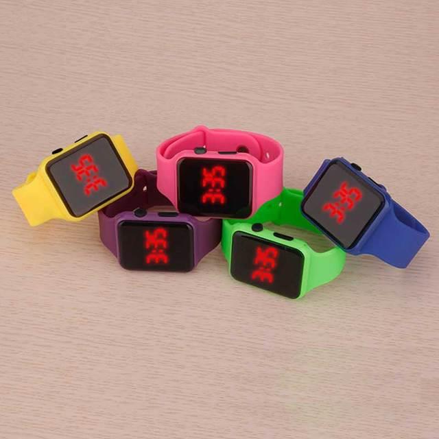 La Vigilanza del quadrato di Gomma LED Orologi 24 ore Data Digitale Del Braccialetto di Sport Orologio Da Polso Regalo per I Bambini studente