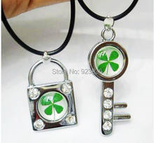 Lot Free Shipping 10 PCS Real Cool Summer green lucky four leaf clover key & lock pendant Brand new(China)