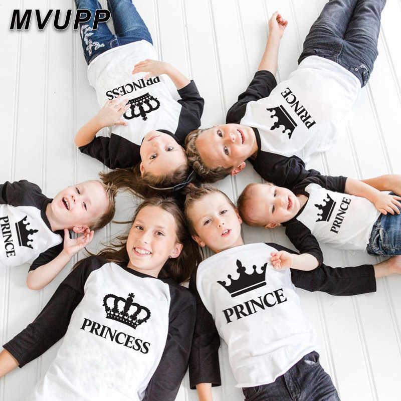 Re queen famiglia vestiti di corrispondenza mommy and me lungo t shirt da baseball tees madre figlia rifornisce del padre figlio look mamma patchwork