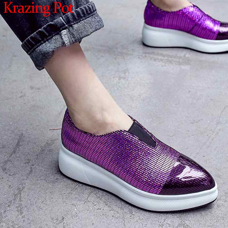 Krazing หม้อแกะหนัง wedges แพลตฟอร์ม pointed toe รองเท้าผ้าใบ streetwear แฟชั่น shiny casual gladiator vulcanized รองเท้า L9f1-ใน รองเท้ายางวัลคาไนซ์สำหรับสตรี จาก รองเท้า บน   1