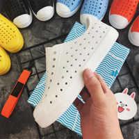 Allwesome Bambini Nativ Pattini Della Gelatina di Estate Croc Scarpe Scarpe Scarpe Per Bambini Da Giardino Beach Hollow Muli Zoccoli Sandali di Colore Della Caramella