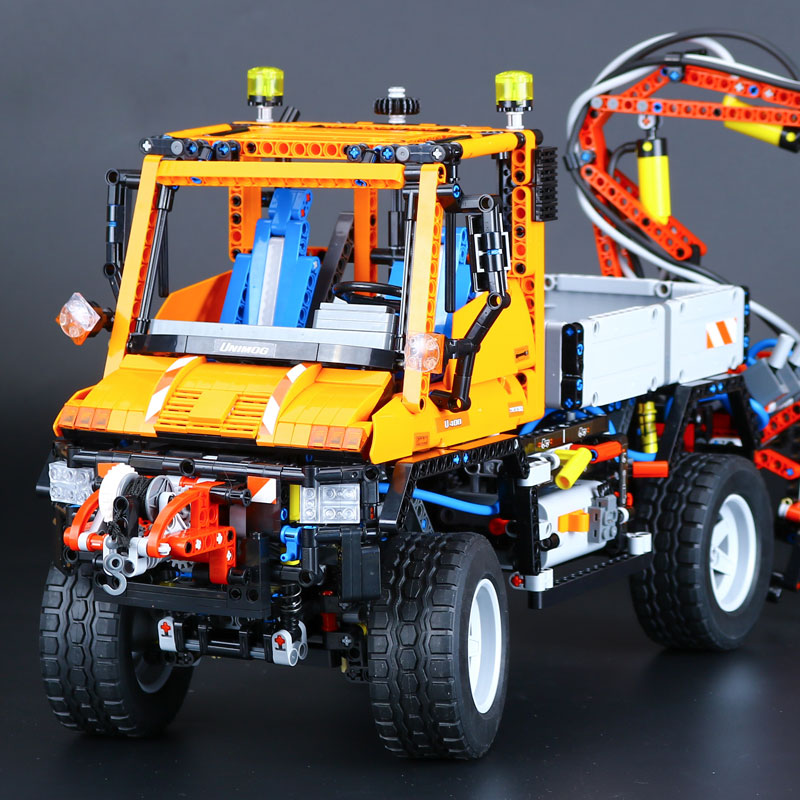 New 2088Pcs Technic Truck Unimog U400 Compatible LEPINE Model Building Kits Blocks Bricks Funny Educational Gifts Figures Toys new phoenix 11207 b777 300er pk gii 1 400 skyteam aviation indonesia commercial jetliners plane model hobby