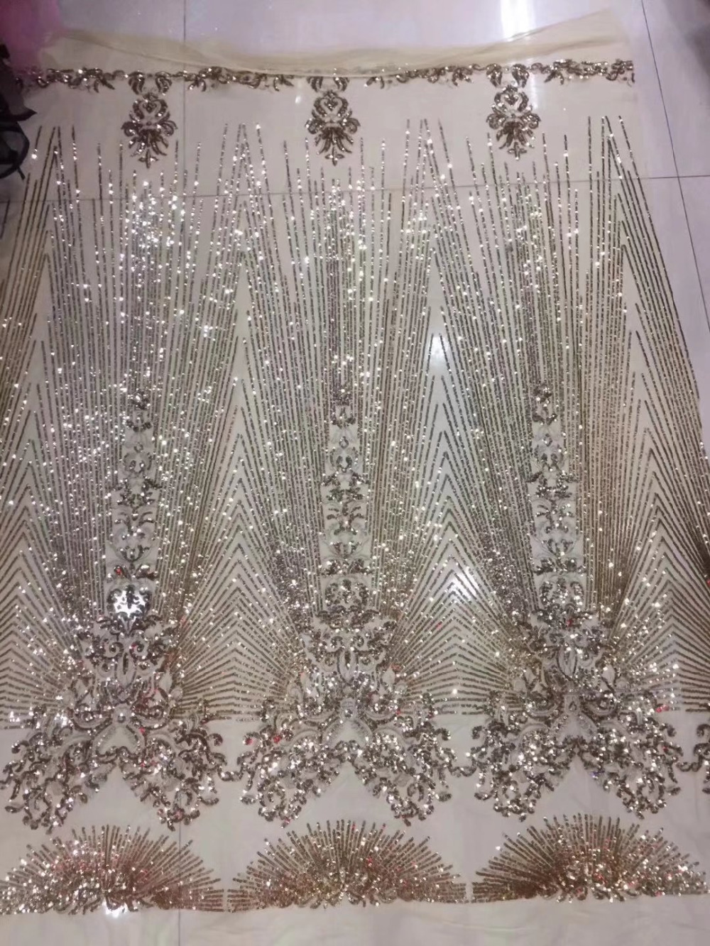 Free shipping (5yards/pc) fashion design French net lace fabric gold sequins embroidery lace fabric for shining dress FL3902Free shipping (5yards/pc) fashion design French net lace fabric gold sequins embroidery lace fabric for shining dress FL3902