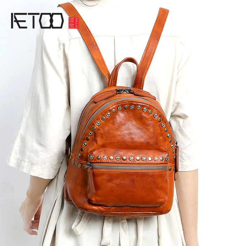 AETOO Leather shoulder bag female new retro first layer leather rivets fashion casual large capacity multi-layer backpack aetoo spring and summer new leather handmade handmade first layer of planted tanned leather retro bag backpack bag