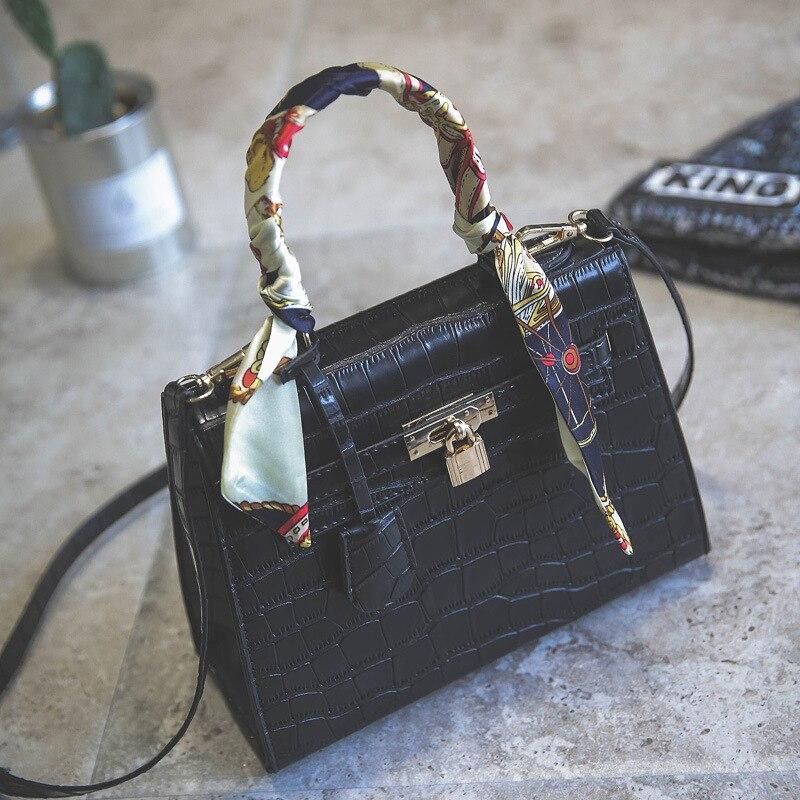 2018 WOMEN'S BAG SPRING NEW CROCHET BAG FASHION LOCK HANDBAG SHOULDER MESSENGER BAG IN EUROPE AND AMERICA LADIES HAND BAGS PURSE rm 8912 europe and america new fashion ladies bag leather handbag shoulder bags women tassel messenger bag