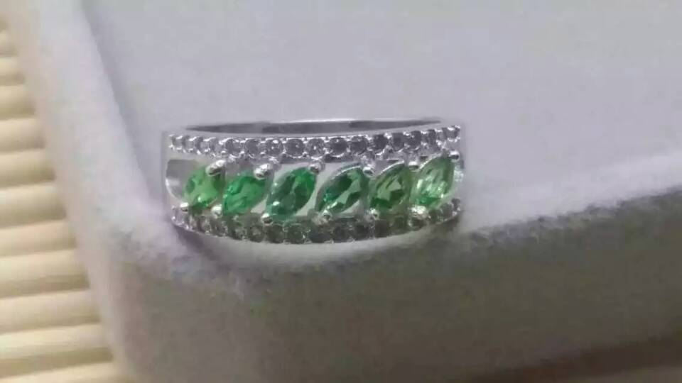 Natural green emerald gem Ring Natural gemstone ring 925 sterling silver trendy Elegant Crude array women party gift JewelryNatural green emerald gem Ring Natural gemstone ring 925 sterling silver trendy Elegant Crude array women party gift Jewelry