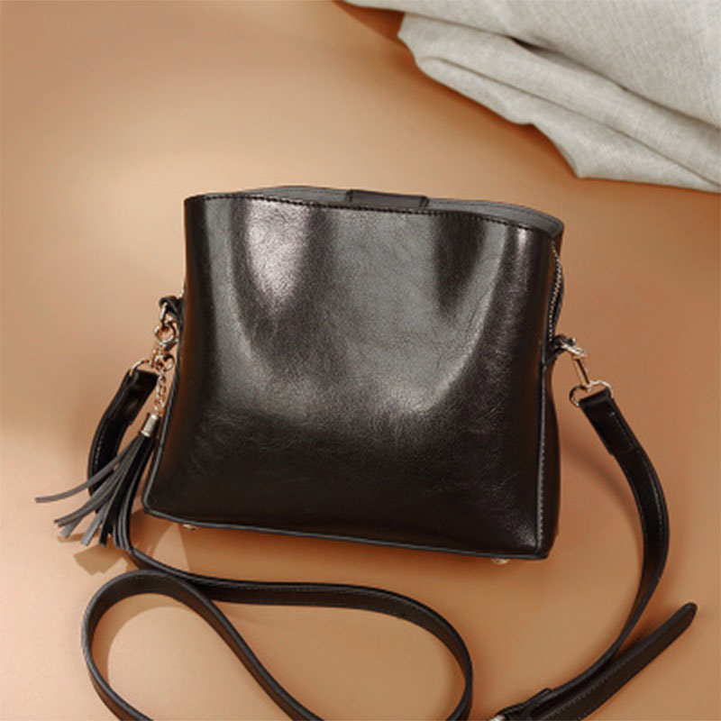 New fashionable single-shoulder bag for women in 2019, female messenger bag with retro tasseled shoulder bagNew fashionable single-shoulder bag for women in 2019, female messenger bag with retro tasseled shoulder bag