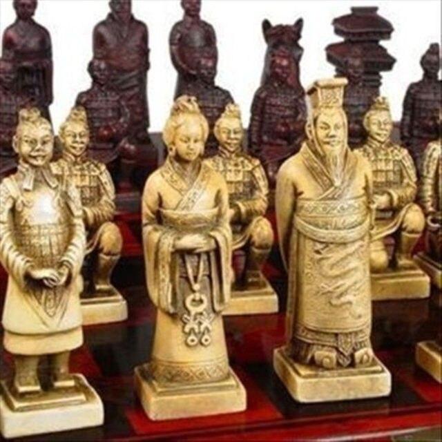 Een Set van Prachtige Chinese 32 stuks Terra Cotta Warriors Standbeeld Schaken met Antieke Dragon Phoenix Doos