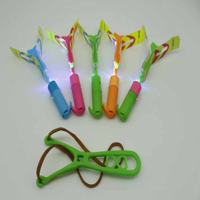 Neuheit Led Licht Bis Glowing Pfeife Schleuder Fliegende Pfeil Kinder Blinkende Fliegen Libelle Spielzeug Geschenk Glow Party Weihnachten Navidad Gute QualitäT