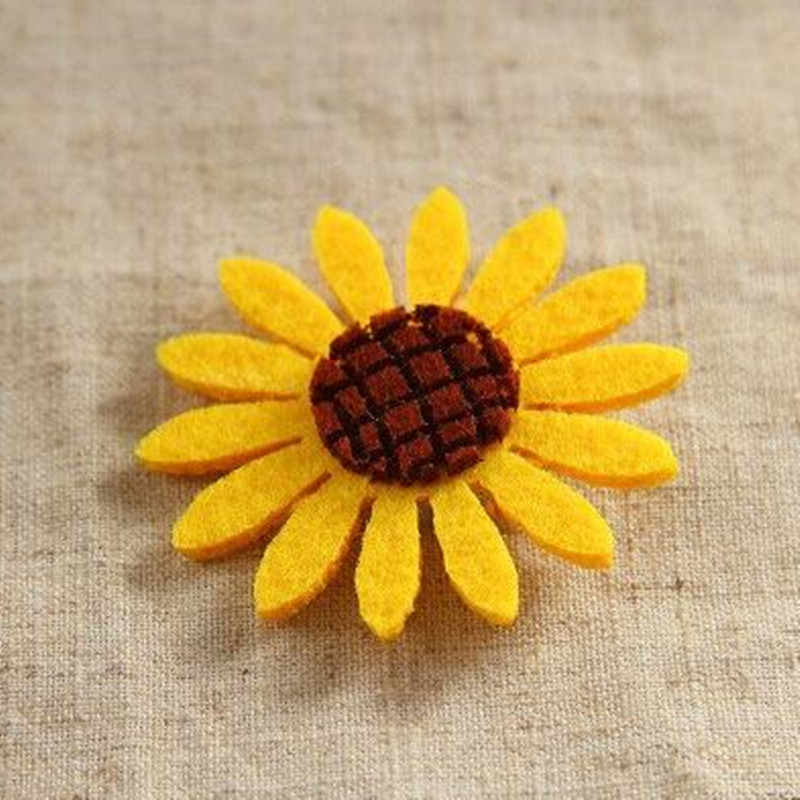BS039 Hot Fashion new multi - color sunflower girls brooch women badge accessories 2019 factory direct Gift Wholesale