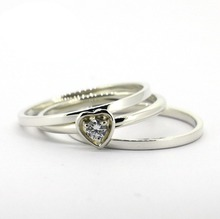 Plata esterlina sólida y CZ corazón pila anillos