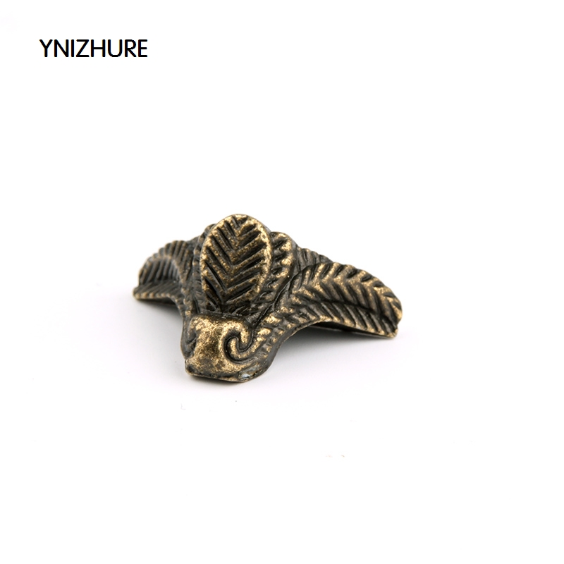 2018 New Arrival Special Offer 50pcs 22 * 18mm Antique Furniture Foot Alloy Box Four Corners Decorative Feet