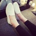 2017 Nuevos Zapatos Planos Ocasionales WomanSpring Loafers Slip On Pisos Sólidos moda Punta Redonda Mujeres Zapatos blanco negro rojo 3 Colores F039