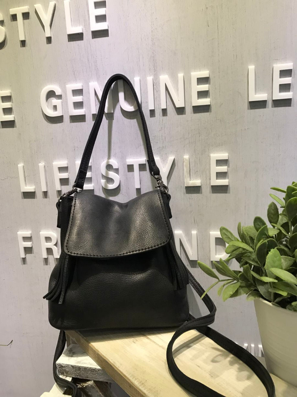 Vendange original fashion Japan and Korea women bag genuine leather leisure backpack 2418 free shipping fashion trend of japan and korea personalized creative lips shoulder bag women