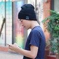 Tapa de Auriculares Bluetooth Headset Auriculares Manos Libres de Los Hombres de Punto Sombrero Sombrero de Invierno Al Aire Libre Deporte Música Bluetooth Estéreo Inalámbrico