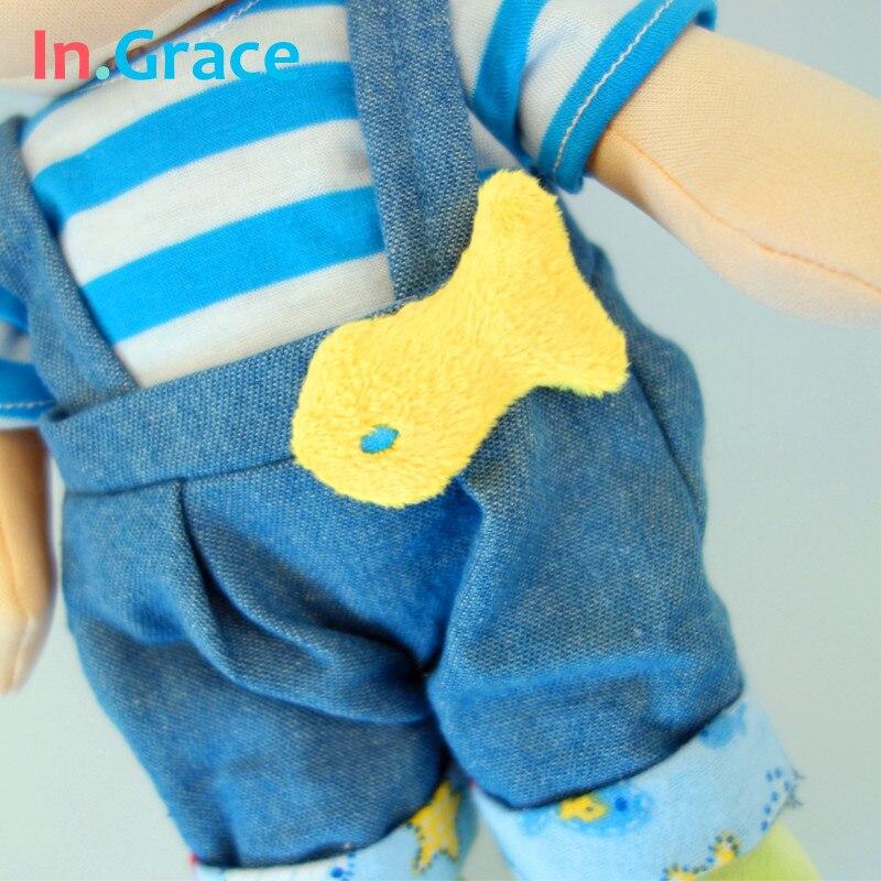 Bonecas com chapéu de pelúcia 30 Faixa Etária : 2-4 Anos