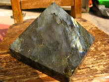 RAINBOW  NATURAL PRETTY  LABRADORITE CRYSTAL PYRAMID HEALING 2000g