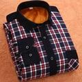 2016 Nueva unión a mantener caliente del invierno de la tela escocesa ocasional camisa mens de la manera de los hombres camisas de vestir de manga larga, además de terciopelo grueso sh