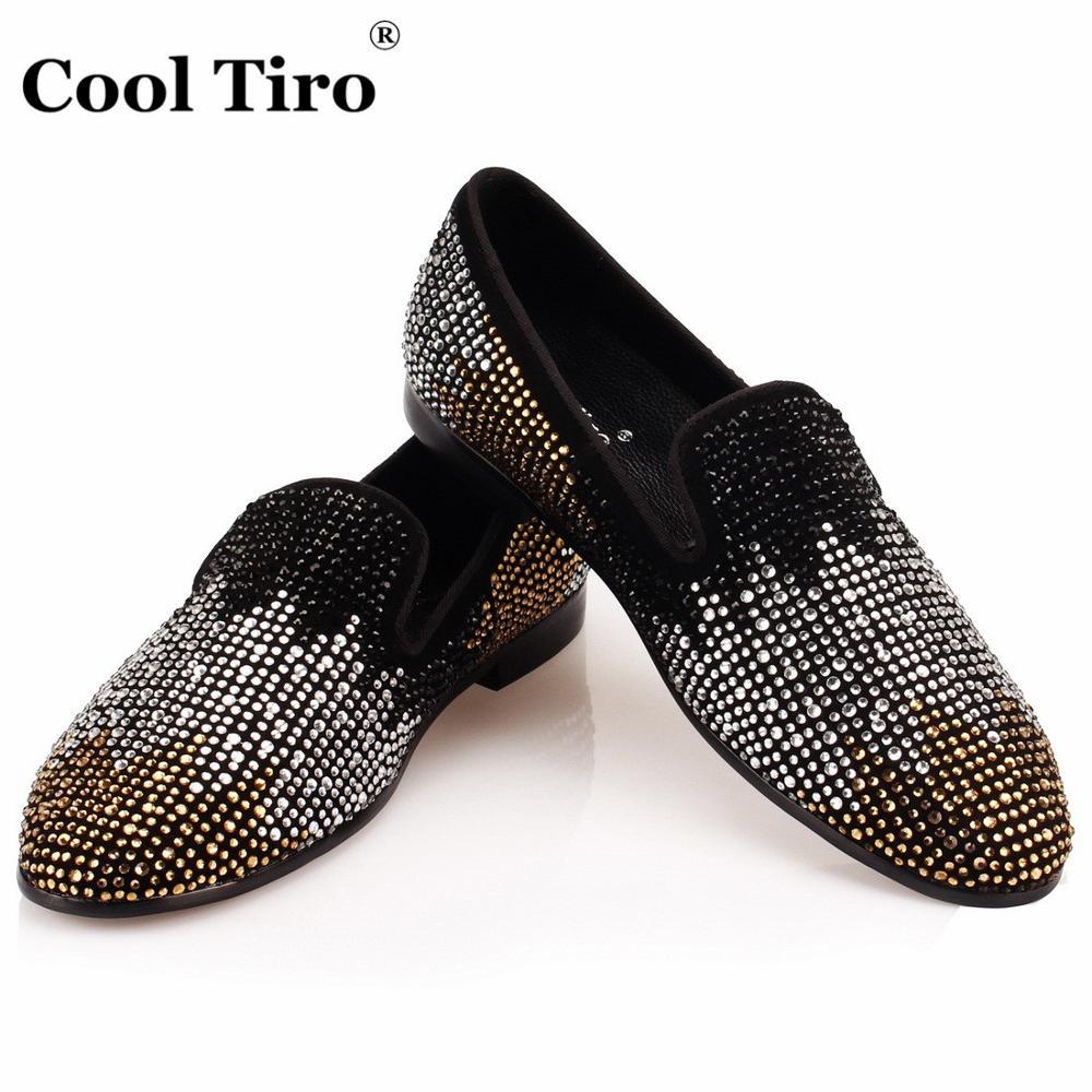 เย็นTIROสีดำหนังนิ่มรองเท้าไม่มีส้นผู้ชายS Trassรองเท้าหนังนิ่มรองเท้าแตะแฟลตพรรคแต่งงานผู้ชายแต่งตัวรองเท้าสบายๆไล่โทนสีR Hinestone-ใน รองเท้าลำลองของผู้ชาย จาก รองเท้า บน   1