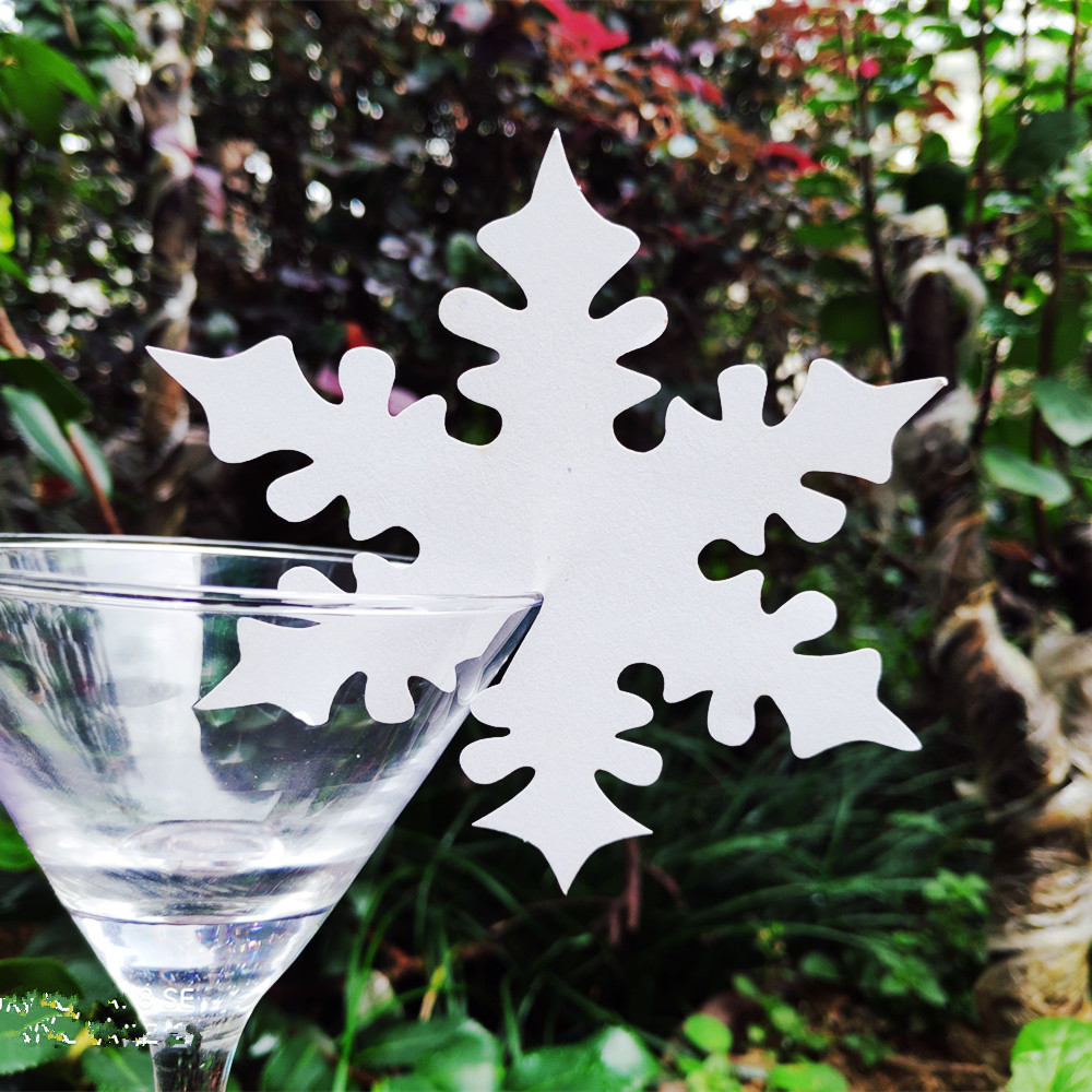 50x  Laser Cut Silver Sonwflakes Wine Glass Cards Table Name Place Escort Card  Winter Wedding Christmas Party Decorations