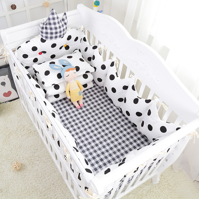 9 pcs/set Dots and Lattice Baby Crib Bedding Full Set Warm Baby Cot Bed Linens Black White Crown Crib Bumpers Sheet Quilt Pillow