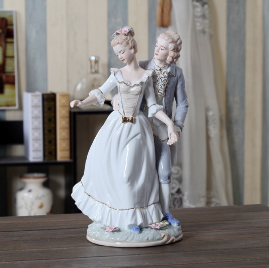 European Vintage Porcelain Lovers Figurine Handmade Ceramics Chateau Couple Figure Statue Decor Gift Craft Adornment Furnishing