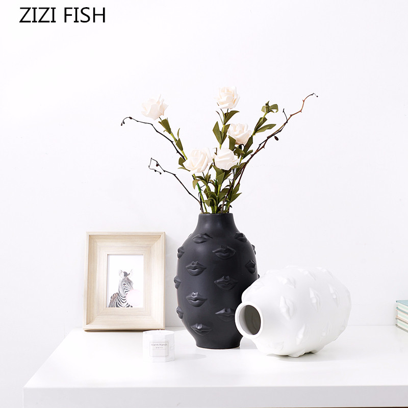 Nordic black and white lips designer ceramics vase Floral utensils Hydroponic dried flower ikebana Ware modern