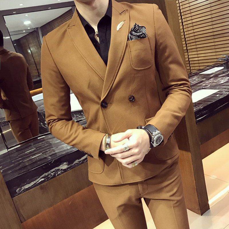 2018 Double Breasted Mens Suits Smoking Jackets Khaki Mens Suits With Pants Tuxedo Short Slim Fit 2 pcs Prom Social Club Outfits 2 tuxedo