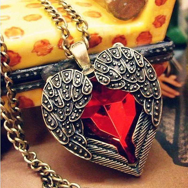 N102 Angel Wing Pendant Necklaces Red Crystal Heart Long Chas