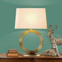 Творческий полые круглая Настольная лампа для гостиная спальня свет Металл золото настольная лампа Ткань абажур дома освещение abajour