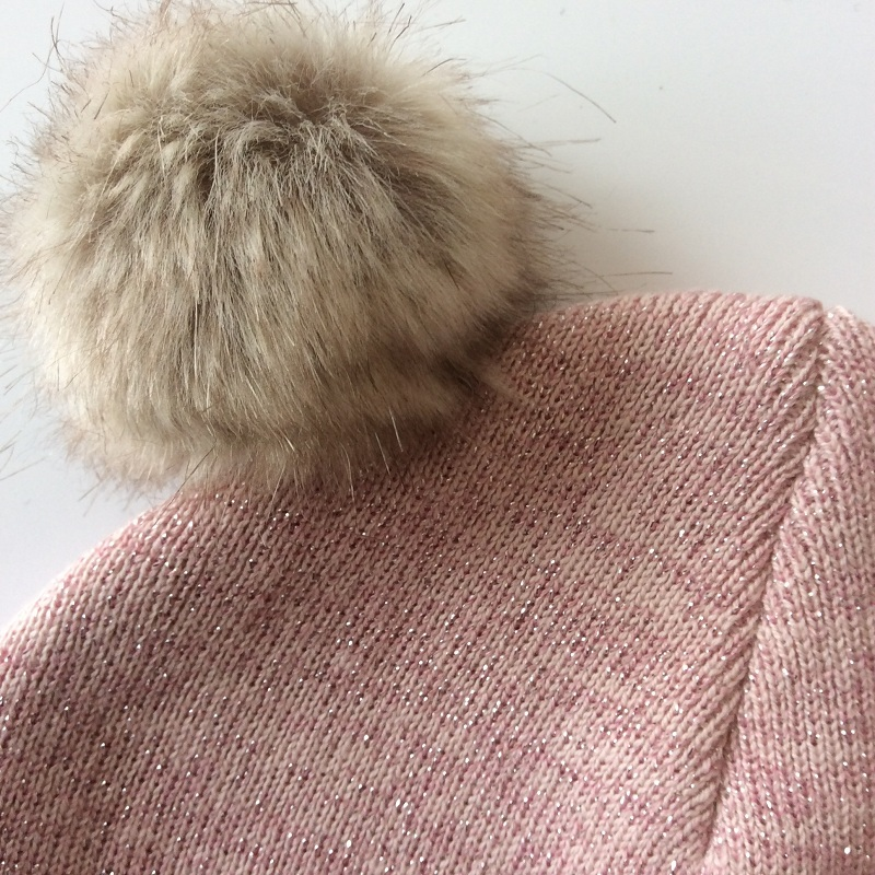 Cappello del bambino Occhio Ricamo Doppio Pompon Cappello Per Le Ragazze  Del Bambino Del Crochet Delle Ragazze Berretto Con Pompon Inverno Bambini  Tappi ... 2b2b2e7fe227