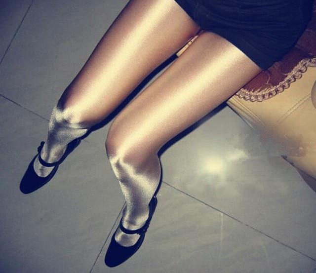 Womenin shiny pantyhose