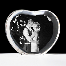 цена на Heart Shape K9 Crystal Fotos Frame 2D Laser Engraved Customized Photo Album For Party Wedding Valentine's Day Anniversary Gift