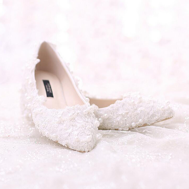 2018 nice Sweetness Formal Shoes White Flat Heel Pearl Sweet Lace Bridal  Shoes Bouquet Wedding Party Dress Shoes 31e355acfed1
