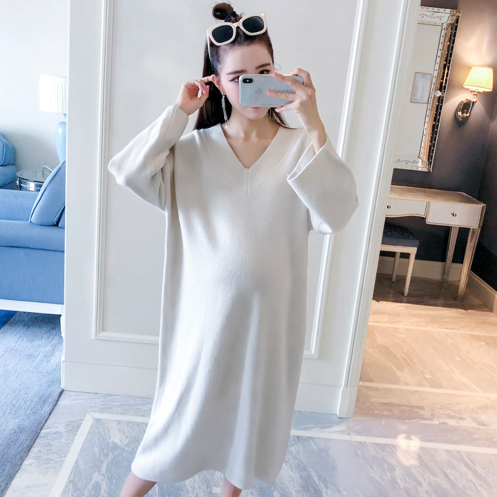 купить Long pregnant women sweater 2018 autumn new fashion V-neck long-sleeved maternity dress loose large size temperament shirt по цене 3171.4 рублей
