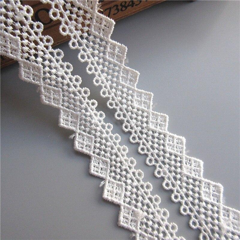 flecos apliques y gu/ías blanco collar Cinta de gasa plisada de color blanco y negro con borde de encaje para vestido