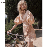 Cosmicchic Haute Couture Вышивка Кружево Фонари рукавом платье Глубокий V Винтаж сексуальное платье сладкий Платья для вечеринок ly225