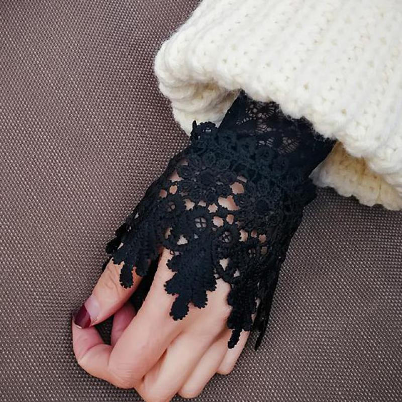Korean 2018 New Beautiful Goddess Elegant Lace Arm Warmers Women Gloves Accessories Black White Cuff Fake Arm Sleeves AGB653A