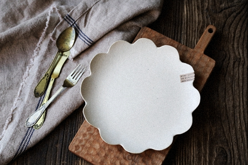 [Stock] Japan sent straight zakka handmade stoneware writer flower-shaped plate salad plate & Stock] Japan sent straight zakka handmade stoneware writer flower ...