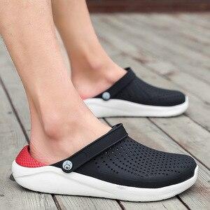 Image 1 - 2020 di estate dei Nuovi Uomini di Sandali EVA Leggero Hollow Beach Pantofole antiscivolo Delle Donne Degli Uomini di Giardino Clog Scarpe Casual infradito