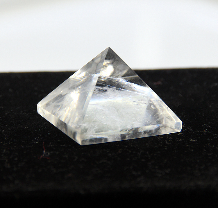 2015 White crystal clear quartz rock Engraved 30mm Pyramid point pillar Carved Stone Chakra Stones Healing Reiki Free shipping2015 White crystal clear quartz rock Engraved 30mm Pyramid point pillar Carved Stone Chakra Stones Healing Reiki Free shipping