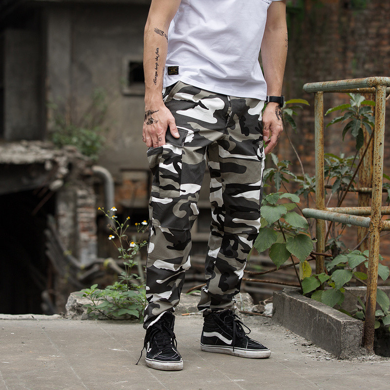 Colore Camo Cargo Pants 2018 Moda Uomo Baggy Tattico Pantaloni Hip Hop  Casual Cotone pantaloni Multi Tasche Dei Pantaloni Streetwear 7 stile in Colore  Camo ... 7497c0a8de67