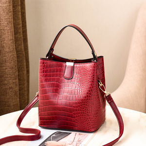 Image 4 - Large Capacity Bucket Bags Women Crocodile Pattern Handbag High Quality PU Leather Shoulder Messenger Bags Ladies Casual Totes
