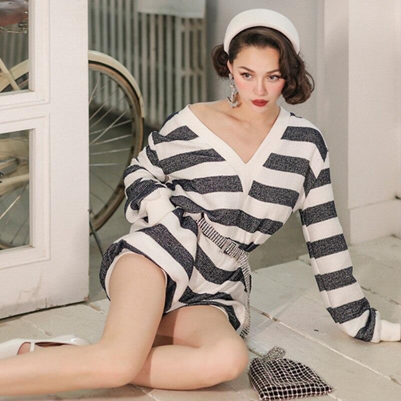 Kadın Giyim'ten Fant. Tulumlar'de Le palais vintage Şık Lacivert Çizgili Playsuits Kadınlar Derin Düşük Kesim Gevşek Tip Ince Yüksek Rise Dişli Pamuk 2019 Yaz'da  Grup 2